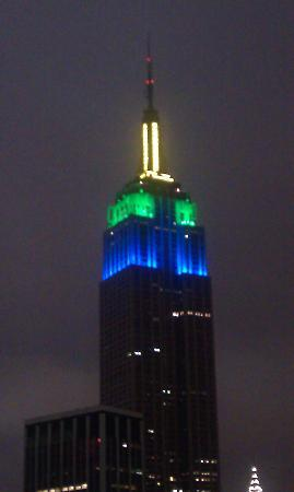 Holiday Inn NYC - Manhattan 6th Avenue - Chelsea: View of The mpire State Building from my room all lit up