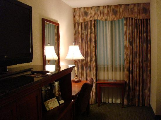 Drury Inn & Suites St. Louis Creve Coeur: Beautiful furnishings!