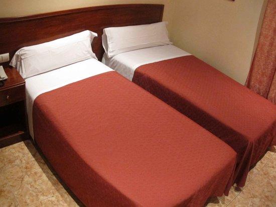 Hostal Orleans: Bed