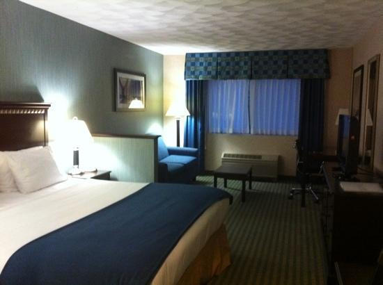 Holiday Inn Express and Suites Smithfield - Providence: king room