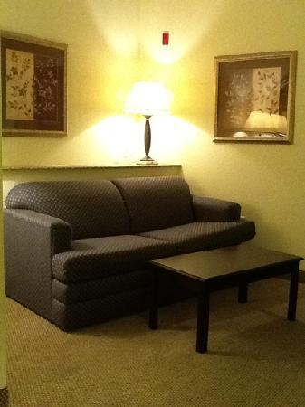 Best Western Plus Seabrook Suites Couch And Coffee Table
