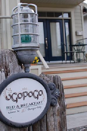 Ogopogo B & B: Front Entrance
