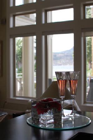 Ogopogo B & B: View of Window from the Kitchen