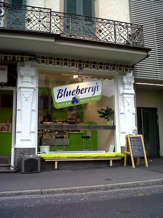Blueberrys Juice Bar: Frozen Yogurt and snacks