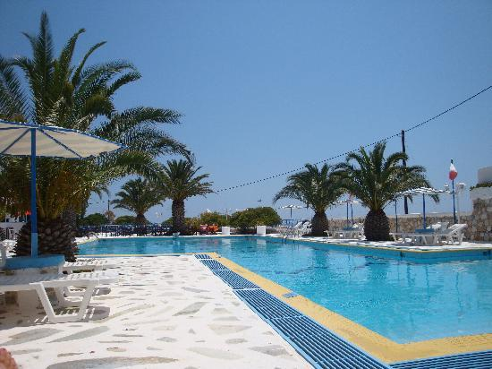 Hotel Alkyon Siros: Relaxing Poolside