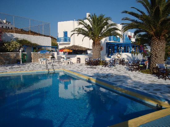 Hotel Alkyon Siros: Outside bar and seating area