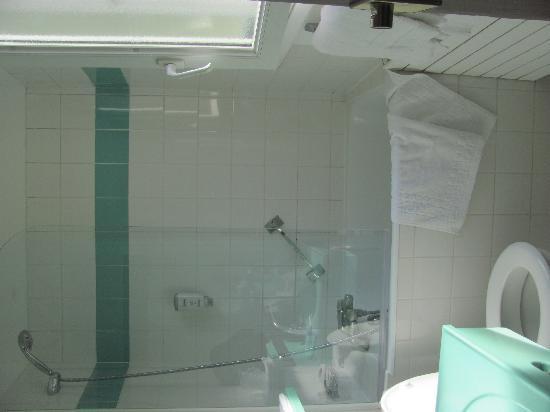 Hôtel Provinces Opéra : Bathroom