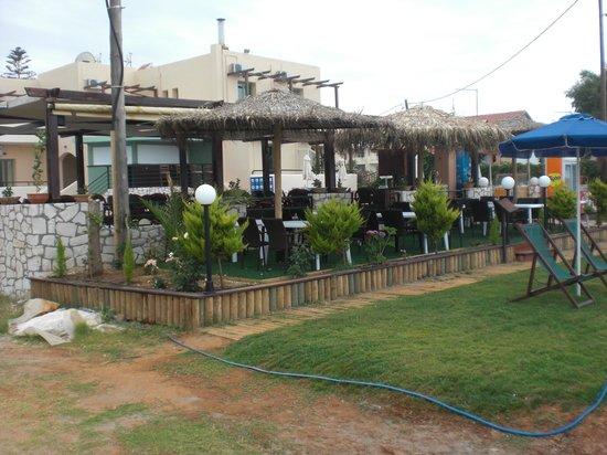 Platanias Mare Hotel: Beach bar