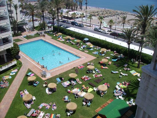 Bajondillo Apartments: zwembad