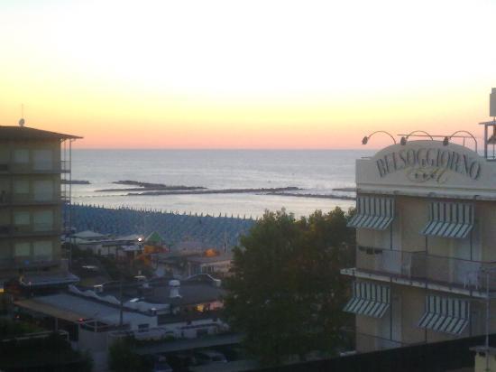 Hotel Gambrinus Mare: Questa è una foto scattata dalla terrazza dell'hotel, come potete vedere la vista è davvero fant