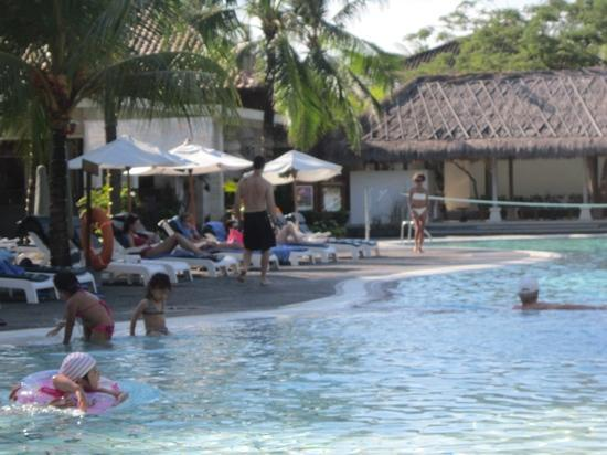 Ramada Bintang Bali Resort: one side of the pool, swim up bar in background, kids pool area,to the right hot tub.