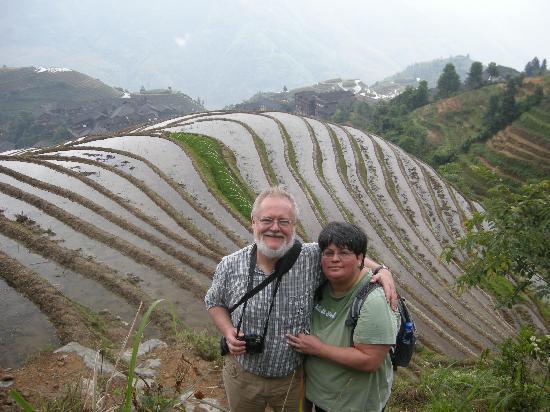 Yangshuo County, Çin: Larry and Karina  in Longji Rice Terrace June 2011