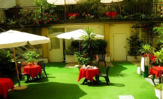Hotel Perugino: garden