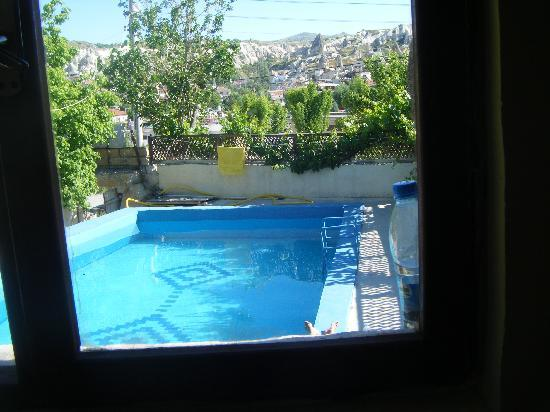 Emre Cave House: The pool from our room