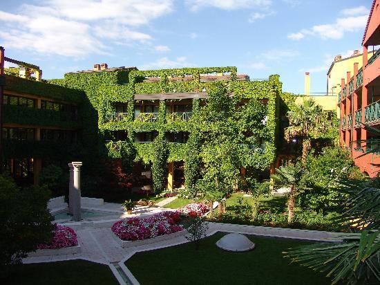 Parc Hotel Gritti: LOVELY GARDENS