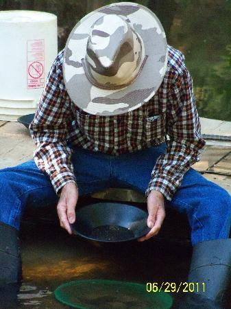 Gold Prospecting Adventures: Hubby Panning