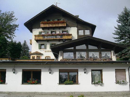 Alpinhotel Keil: Vista dalla strada
