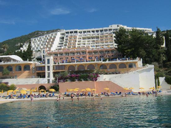 Nissaki, Grecia: The Hotel from the sea