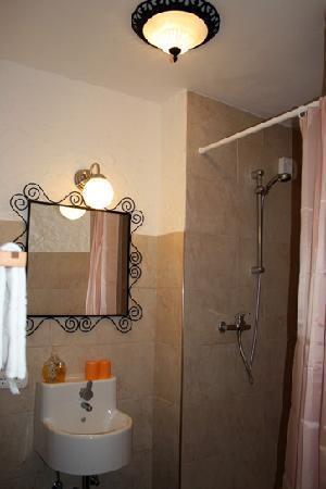 African Meistereck: Badezimmer