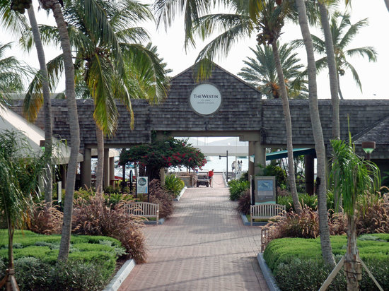 Snorkels Bar & Grill: Beach Cafe is on the left