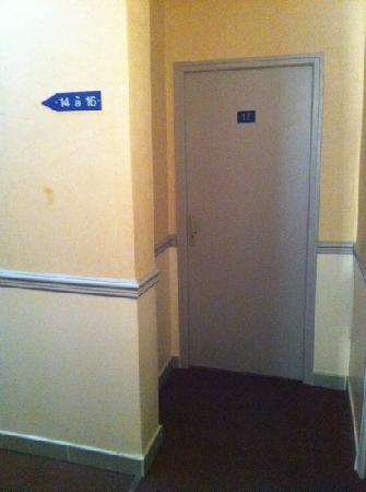 Hotel des Arts : hallway
