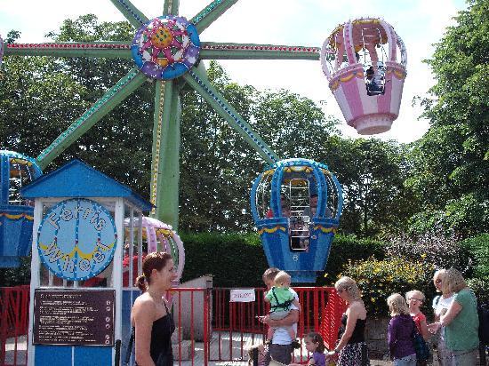 Milton Keynes, UK: Balloons Ferris Wheel
