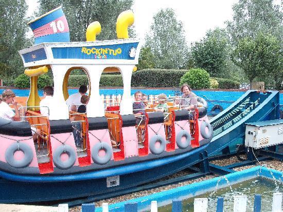 Milton Keynes, UK: The Tug Boat