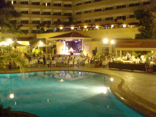 Atlantica Bay Hotel : At night