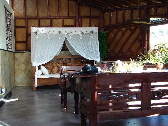 Villa Sumbing Indah: La véranda avant le salon et la chambre