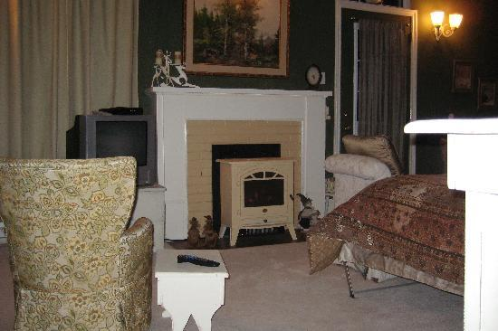 River Ridge Bed and Breakfast: All the touches of comfort, in our large guest room Master's Den