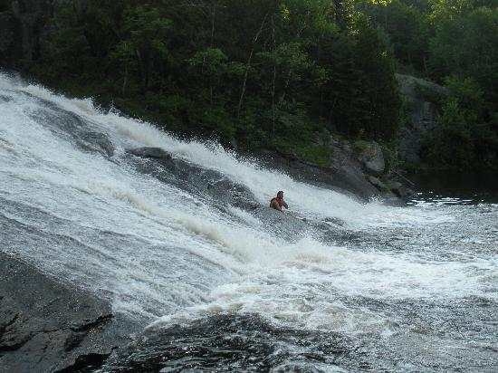 Red Deer Log Cabins and Campground: Swimming at the waterfall