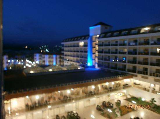 Eftalia Aqua Resort: Hotel by night