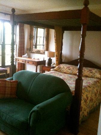 Abbeyglen Castle Hotel : our bed