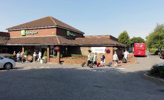 Holiday Inn High Wycombe M40, Jct.4: Entrance and car park