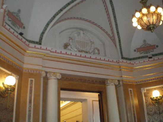 B Smith's : pic of part of the ceiling in B. Smith - Union Station