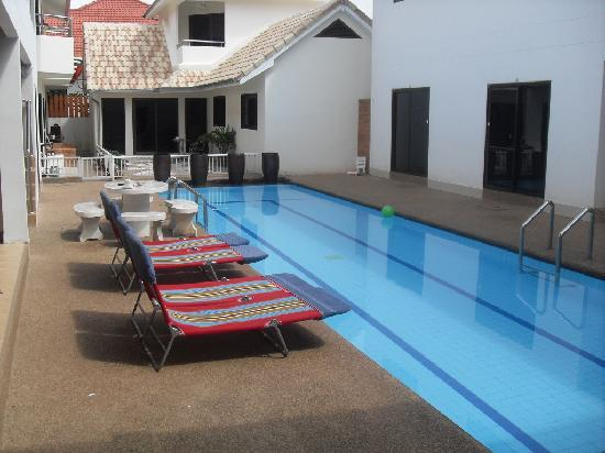 The Englishman's Retreat Guesthouse & Resort: the lovely pool