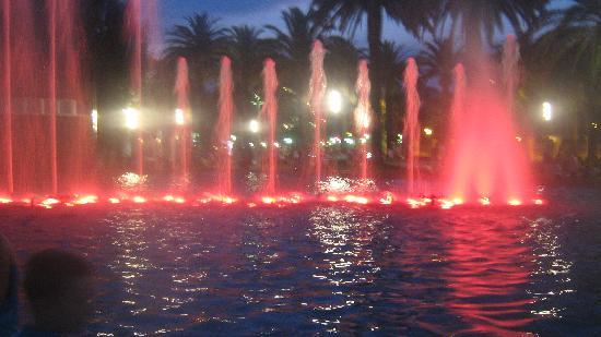 Golden Port Salou: coloured fountains at night