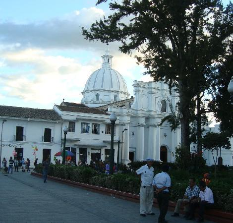 ParkLife Hostel Popayan: ParkLife Hostel and Cathedral