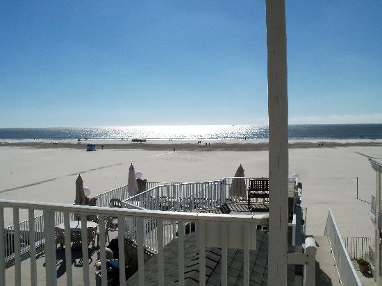Lampliter Oceanside Resorts: View of ocean and deck & hot tub from 3rd floor effeciency