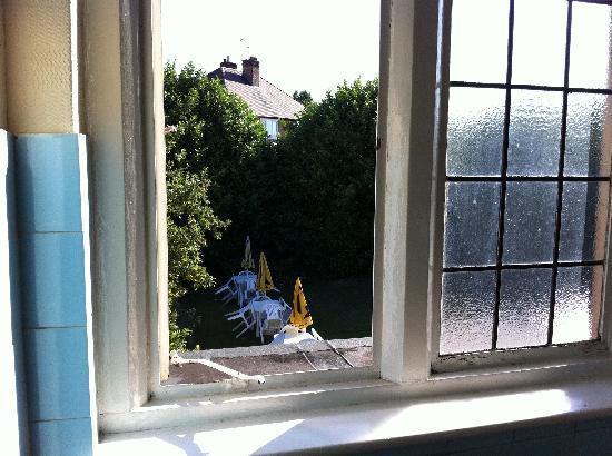 Tudor Lodge Hotel: window wouldnt shut