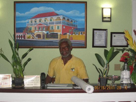 Arawak Bay: the Inn at Salt River: Lionel at the front desk