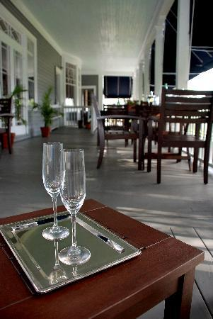 The Kemble Inn : Cocktails on the porch?