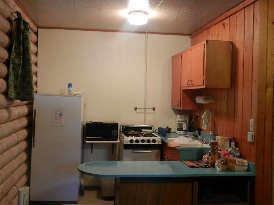 آيلاند أكريس ريزورت موتل: kitchen
