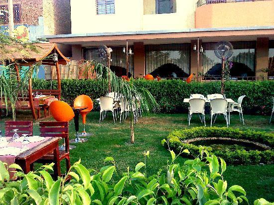Topkapi Restaurant : Garden-2