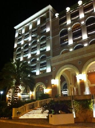 Monte-Carlo Bay & Resort: At night