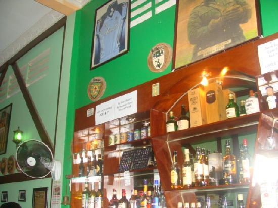 Rory's Pub and Guest House: bar area