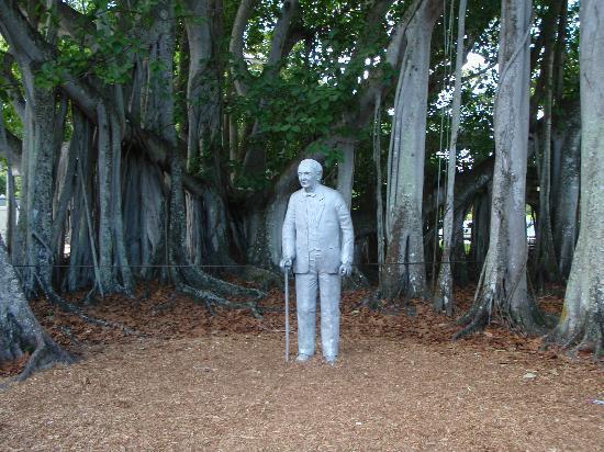 Edison & Ford Winter Estates: Thomas Edison statue on estate