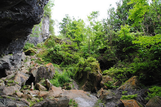 Greig's Caves: Big crevice, small crevice