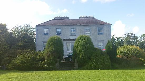 Dualla House: Front of House