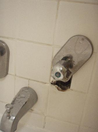 Sirata Beach Resort: The cold water shower faucet with optional wall hole for insect visitors/ and or peeping tom cam